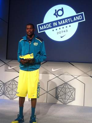 Photo - Kevin Durant shows off his new shoe, the Nike KD VI. PHOTO BY DARNELL MAYBERRY, THE OKLAHOMAN