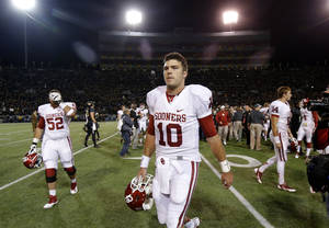 Photo - Oklahoma's Blake Bell (10) walks off the field after an NCAA college football game between the University of Oklahoman (OU) Sooners and the Baylor Bears at Floyd Casey Stadium in Waco, Texas, Thursday, Nov. 7, 2013. Baylor won 41-12. Photo by Bryan Terry, The Oklahoman