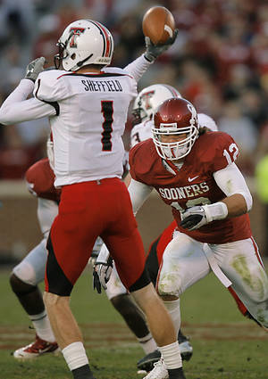 Photo - Oklahoma's Austin Box, right, has been sitting out spring practices so far. Photo by Chris Landsberger, The Oklahoman