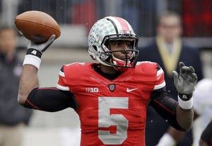 Photo -   Ohio State quarterback Braxton Miller passes against Michigan in the first quarter of an NCAA college football game, Saturday, Nov. 24, 2012, in Columbus, Ohio. (AP Photo/Mark Duncan)