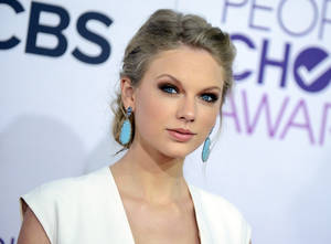 "Photo - FILE - This Jan. 9, 2013 file photo shows Taylor Swift at the People's Choice Awards at the Nokia Theatre in Los Angeles. A new girl is coming to Fox's ""New Girl"": Taylor Swift. A representative for the Grammy-winning singer said Thursday, March 28, 2013, that Swift will appear on the May 14 season finale of the hit show. (Photo by Jordan Strauss/Invision/AP, file)"