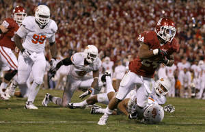 photo - Oklahoma&#039;s Brennan Clay (24) scores the game-winning touchdown during the Bedlam college football game between the University of Oklahoma Sooners (OU) and the Oklahoma State University Cowboys (OSU) at Gaylord Family-Oklahoma Memorial Stadium in Norman, Okla., Saturday, Nov. 24, 2012. Oklahoma won 51-48. Photo by Bryan Terry, The Oklahoman
