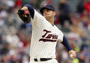 Photo - Minnesota Twins starting pitcher Scott Diamond throws against the New York Mets during the first inning of a baseball game Saturday, April 13, 2013, in Minneapolis. (AP Photo/Genevieve Ross)