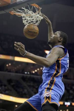 Oklahoma City Thunder's Kevin Durant dunks the ball in the first half of an NBA basketball game against the Memphis Grizzlies in Memphis, Tenn., Wednesday, Dec. 11, 2013. (AP)