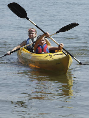 photo - Kelli Odle, back, and Alexa Halko paddle a kayak at Lake Thunderbird.  OKLAHOMAN ARCHIVE PHOTO