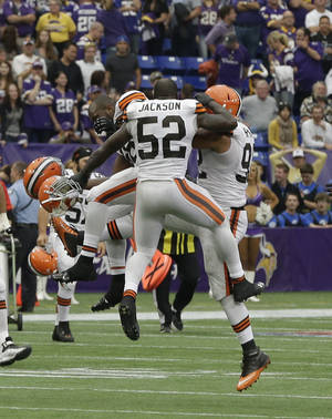 Photo - Cleveland Browns linebacker D'Qwell Jackson (52) joins teammates in celebration after the Browns beat the Minnesota Vikings 31-27 in an NFL football game Sunday, Sept. 22, 2013, in Minneapolis. (AP Photo/Jim Mone)
