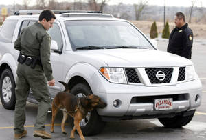 Photo - Creek Nation Lighthorse police officers Chris Harper, left, and Rick Lindsay stop a vehicle Dec. 10, 2010, outside River Spirit Casino in Tulsa. TULSA WORLD FILE PHOTO