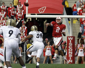 Photo - Wisconsin quarterback Joel Stave throws a pass during the first half of an NCAA college football game against Purdue Saturday, Sept. 21, 2013, in Madison, Wis. (AP Photo/Morry Gash)