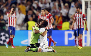 Photo - 10ThingstoSeeSports - Real Madrid's Marcelo, center right, and goalkeeper Iker Casillas celebrate during the Champions League final soccer match against Atletico Madrid at the Luz stadium in Lisbon, Portugal, Saturday, May 24, 2014. (AP Photo/Daniel Ochoa de Olza, File)