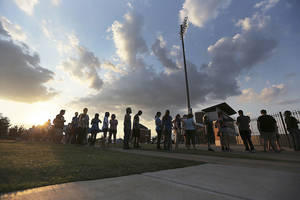 photo - Students line up for Thumbmania in front of Wantland Stadium at The University of Central Oklahoma in Edmond, Okla., Tuesday, Aug. 21, 2012.  UCO students and staff set out to break the world record for the largest thumb war chain.  Photo by Garett Fisbeck, For The Oklahoman