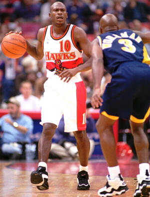 Photo - FILE -- Atlanta Hawks basketball guard Mookie Blaylock (10) is guarded by Indiana Pacers guard Haywoode Workman (3) as he brings the ball downcourt in their game Friday, Nov. 3, 1995 in the Omni in Atlanta. Blaylock is one of the best guards in the NBA despite a lack of commercial endorsements and the recognition those endorsements bring. (FIRST, B-W, PAGE 23, 25P8 X 34, J24 MOOK)