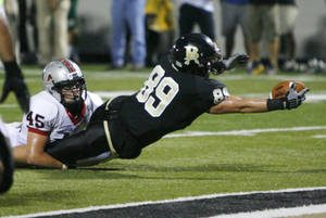 photo - Broken Arrow&#039;s Zac Veatch dives for the endzone as Union&#039;s Blace Walser tries to bring him down at Broken Arrow High School on Friday, September 17, 2010. MATT BARNARD/Tulsa World