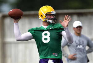 photo -   LSU quarterback Zach Mettenberger (8) throws during NCAA college football practice in Baton Rouge, La., Thursday, Aug. 2, 2012. (AP Photo/Gerald Herbert)