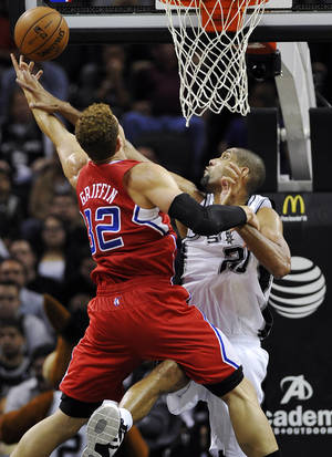 Photo -   San Antonio Spurs' Tim Duncan, right, defends against Los Angeles Clippers' Blake Griffin during the first half of an NBA basketball game, Monday, Nov. 19, 2012, in San Antonio. (AP Photo/Darren Abate)