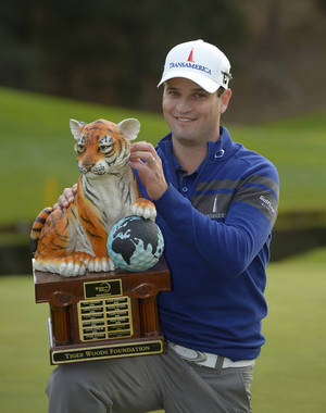 Photo - Zach Johnson scratches the head of the tiger on the trophy after winning a playoff against Tiger Woods in the final round of the Northwestern Mutual World Challenge golf tournament at Sherwood Country Club, Sunday, Dec. 8, 2013, in Thousand Oaks, Calif. (AP Photo/Mark J. Terrill)
