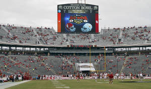 photo - The Red River Rivalry college football game between the University of Oklahoma (OU) and the University of Texas (UT) at the Cotton Bowl in Dallas, Saturday, Oct. 13, 2012. Photo by Chris Landsberger, The Oklahoman