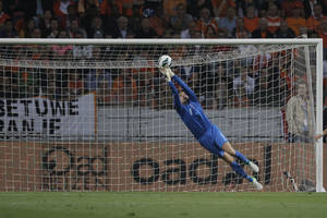 photo -   Goalkeeper Tim Krul of the Netherlands tips the ball over as he saves on a shot during the Group D qualifying soccer match for the 2014 World Cup against Turkey at Amsterdam ArenA, Netherlands, Friday, Sept. 7, 2012. (AP Photo/Peter Dejong)  