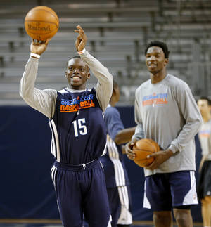 Photo - OKLAHOMA CITY THUNDER NBA BASKETBALL: Oklahoma City's Reggie Jackson shoots the ball during a Thunder practice at Rice University in Houston, Texas, Sunday., April 28, 2013. Photo by Bryan Terry, The Oklahoman