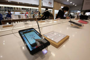 Photo - Samsung Electronics' Galaxy Note II is displayed at the showroom of the company's headquarters in Seoul, South Korea, Friday, Jan. 25, 2013. Samsung Electronics Co. said quarterly profit soared 76 percent, boosted by the popularity of its Galaxy smartphones, which outsold the iPhone for a fourth straight quarter. But the company said Friday it expects earnings to decline during the current quarter because of seasonally low demand for consumer electronics. (AP Photo/Ahn Young-joon)