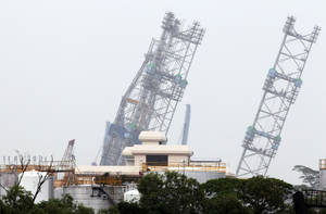 photo - A backup rig is seen tilted to one side off a shipyard on Monday Dec. 3, 2012 in Singapore. The ministry of manpower reported that about 90 workers were sent to hospitals after a jackup rig at a shipyard in Singapore tilted to one side.(AP Photo/Wong Maye-E)