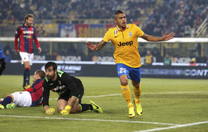 Photo - Juventus' Arturo Vidal celebrates after scoring during the Serie A soccer match between Bologna and Juventus at the Dall' Ara stadium in Bologna, Italy, Friday, Dec. 6, 2013. (AP Photo/Antonio Calanni)