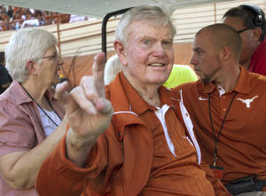 "photo -   In this photo taken Sept. 1, 2012, former Texas legendary head football coach Darrell K. Royal gives the ""Hook'em Horns"" hand gesture when was honored before Texas' season-opening NCAA college football game against Wyoming in Austin, Texas. Royal, who won two national championships and turned the Longhorns program into a national power, died early Wednesday, Nov. 7, 2012, at age 88 of complications from cardiovascular disease, school spokesman Bill Little said. Royal also had suffered from Alzheimer's disease. (AP Photo/Statesman.com, Ralph Barrera) MAGS OUT; NO SALES; INTERNET AND TV MUST CREDIT PHOTOGRAPHER AND STATESMAN.COM"