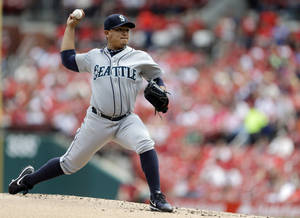 Photo - Seattle Mariners starting pitcher Erasmo Ramirez throws during the first inning of a baseball game against the St. Louis Cardinals Sunday, Sept. 15, 2013, in St. Louis. (AP Photo/Jeff Roberson)