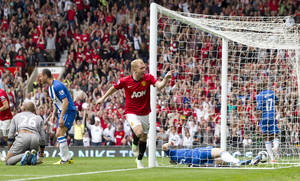 Photo -   Manchester United's Paul Scholes, center, celebrates scoring against Wigan Athletic during their English Premier League soccer match at Old Trafford Stadium, Manchester, England, Saturday, Sept. 15, 2012. (AP Photo/Jon Super)