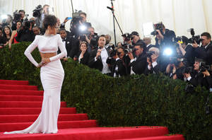 """Photo - Singer Rihanna arrives at The Metropolitan Museum of Art's Costume Institute benefit gala celebrating """"Charles James: Beyond Fashion"""" on Monday, May 5, 2014, in New York. (Photo by Evan Agostini/Invision/AP)"""