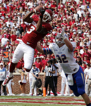 Photo - Oklahoma's Sterling Shepard (3) catches a touchdown pass defended by Mitchell Osborne (32) during a college football game between the University of Oklahoma Sooners (OU) and the Tulsa Golden Hurricane (TU) at Gaylord Family-Oklahoma Memorial Stadium in Norman, Okla., on Saturday, Sept. 14, 2013. Photo by Steve Sisney, The Oklahoman