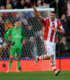 Photo - Stoke's Jonathan Walters celebrates after scoring from the penalty spot against Arsenal during the English Premier League soccer match between Stoke City and Arsenal at Britannia Stadium in Stoke On Trent, England, Saturday, March 1, 2014. (AP Photo/Rui Vieira)