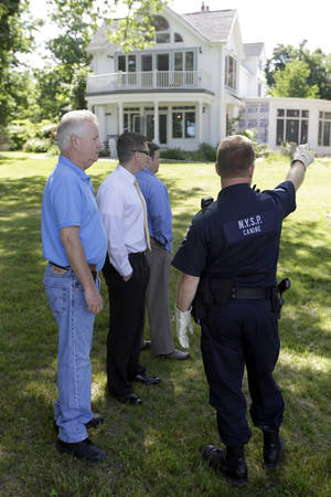 Photo -   Law enforcement officers search the home of Dr. Timothy Jorden in Hamburg, N.Y., Thursday, June 14, 2012. Jorden is sought in connection with the hospital shooting death of his ex-girlfriend at Erie County Medical Center in Buffalo, N.Y. on Wednesday. (AP Photo/David Duprey)