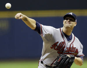 Photo -   Atlanta Braves starting pitcher Tim Hudson throws during the first inning of a baseball game against the Milwaukee Brewers, Tuesday, Sept. 11, 2012, in Milwaukee. (AP Photo/Morry Gash)