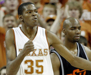 Photo - Kevin Durant is returning to the University of Texas for a preseason game Tuesday against San Antonio. PHOTO BY CHRIS LANDSBERGER, THE OKLAHOMAN ARCHIVE