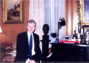Photo - Van Cliburn is seated at the piano in his Fort Worth, Texas, home in this 1998 photo.  Photo by Rick Rogers, The Oklahoman Archives