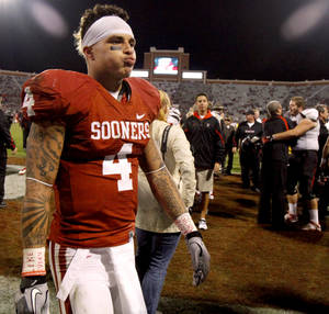 photo - Oklahoma's Kenny Stills (4) walks of the field after the college football game between the University of Oklahoma Sooners (OU) and the Texas Tech University Red Raiders (TTU) at Gaylord Family-Oklahoma Memorial Stadium in Norman, Okla., Sunday, Oct. 23, 2011. OU lost 41-38. Photo by Bryan Terry, The Oklahoman
