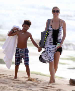 "Photo - 51050067 ""America's Got Talent"" judge Heidi Klum and her boyfriend Martin Kristen play with her children on the sunny beach of Honolulu, Hawaii on March 26, 2013. FameFlynet, Inc - Beverly Hills, CA, USA - +1 (818) 307-4813"