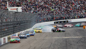 Photo - NASCAR driver Kasey Kahne (5) spins on the front straightaway during the NASCAR Sprint Cup Series auto race at New Hampshire Motor Speedway, Sunday, Sept. 22, 2013, in Loudon, N.H. (AP Photo/Jim Cole)