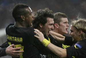 Photo - Players of Borussia Dortmund celebrates after scoring  against Shakhtar Donetsk  during a Champions League round of 16, first leg  soccer match at Donbas Arena  stadium in Donetsk, Ukraine, Wednesday, Feb. 13, 2013.  (AP Photo/Efrem Lukatsky)
