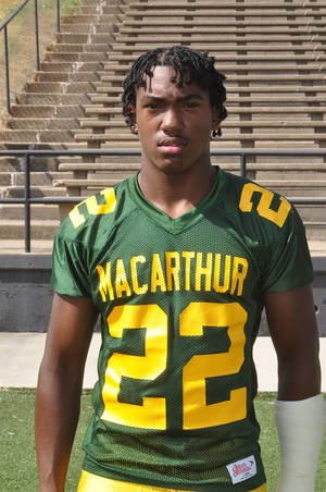 Photo - Michael Thomas, Lawton MacArthur high school football player