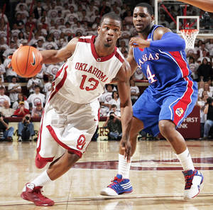 Photo - OU's Willie Warren, left, has picked up some of the slack after the injury to Blake Griffin. photo BY NATE BILLINGS, THE OKLAHOMAN