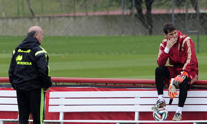 Photo - Spain's head coach Vicente del Bosque, left, and goalkeeper Iker Casillas talks during a training session at the Atletico Paranaense training center in Curitiba, Brazil, Friday, June 20, 2014. Spain play in group B of the Brazil 2014 World Cup. (AP Photo/Manu Fernandez)