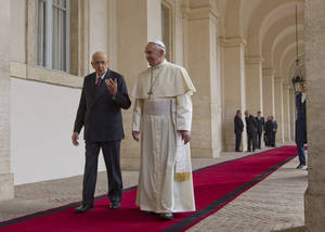 Photo - Pope Francis  is welcomed by Italian president Giorgio Napolitano as he arrives for an official visit at the Quirinale Presidential palace in Rome, Thursday, Nov. 14, 2013. (AP Photo/Alessandra Tarantino)