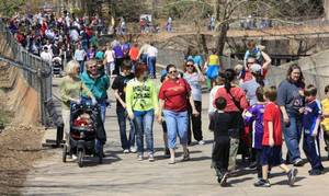 photo - CHILD / CHILDREN / KIDS: WID ART: Crowd at the Oklahoma City Zoo during a sunny and warm spring break day in Oklahoma City Wednesday, March 16, 2011. Photo by Paul B. Southerland, The Oklahoman ORG XMIT: KOD