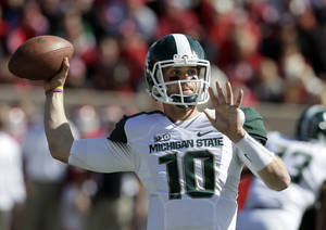 Photo -   Michigan State quarterback Andrew Maxwell (10) throws a pass during the first half of an NCAA college football game against Indiana, Saturday, Oct. 6, 2012, in Bloomington, Ind. (AP Photo/Darron Cummings)