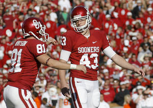 Photo - Patrick O'Hara, right, is the favorite to be OU's starting kicker in 2010. PHOTO BY BRYAN TERRY, THE OKLAHOMAN ARCHIVE