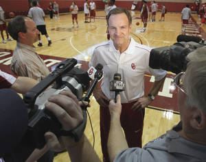 Photo - Lon Kruger, new University of Oklahoma (OU) Sooner men's basketball head coach, talks to the media after the team