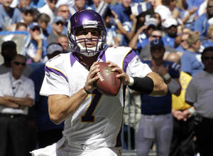Photo -   Minnesota Vikings' Christian Ponder looks to pass during the first half of an NFL football game against the Indianapolis Colts in Indianapolis, Sunday, Sept. 16, 2012. (AP Photo/AJ Mast)