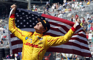 Photo - 10ThingstoSeeSports - Ryan Hunter-Reay celebrates after winning the 98th running of the Indianapolis 500 IndyCar auto race at the Indianapolis Motor Speedway in Indianapolis, Sunday, May 25, 2014. (AP Photo/Tom Strattman, File)