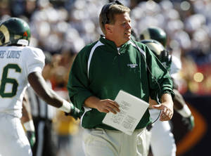 photo -   Colorado State head coach Jim McElwain directs his team in his coaching debut against Colorado in the third quarter of an NCAA college football game in Denver on Saturday, Sept. 1, 2012. (AP Photo/David Zalubowski)